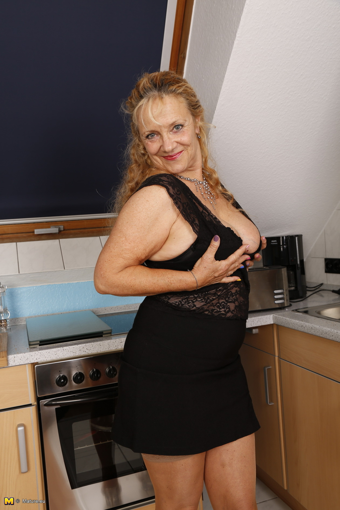 image German housewife gets panelled