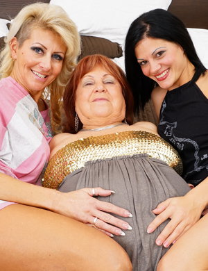 Old and young women sex