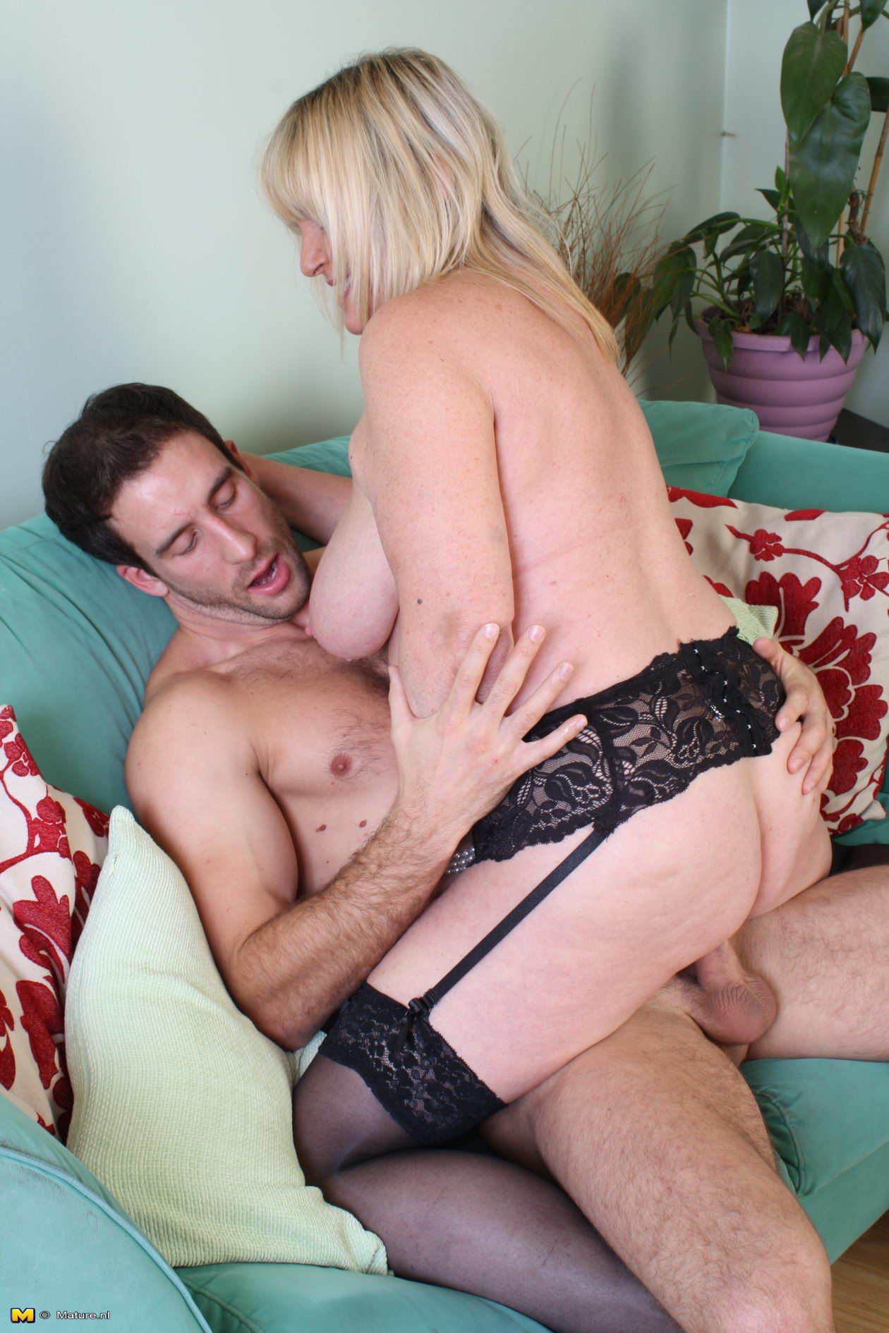 willing young girls open sex