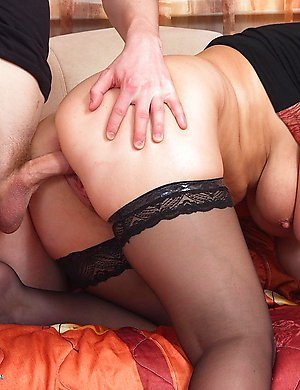 Horny mature thressome getting wild